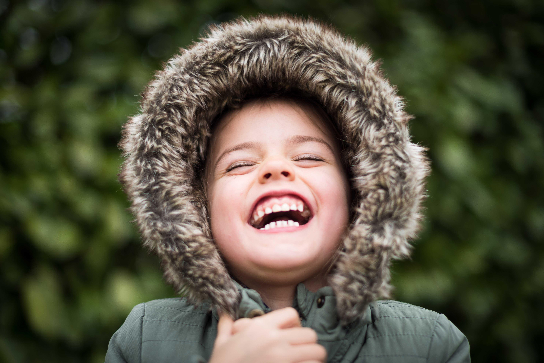 ילדה צוחקת